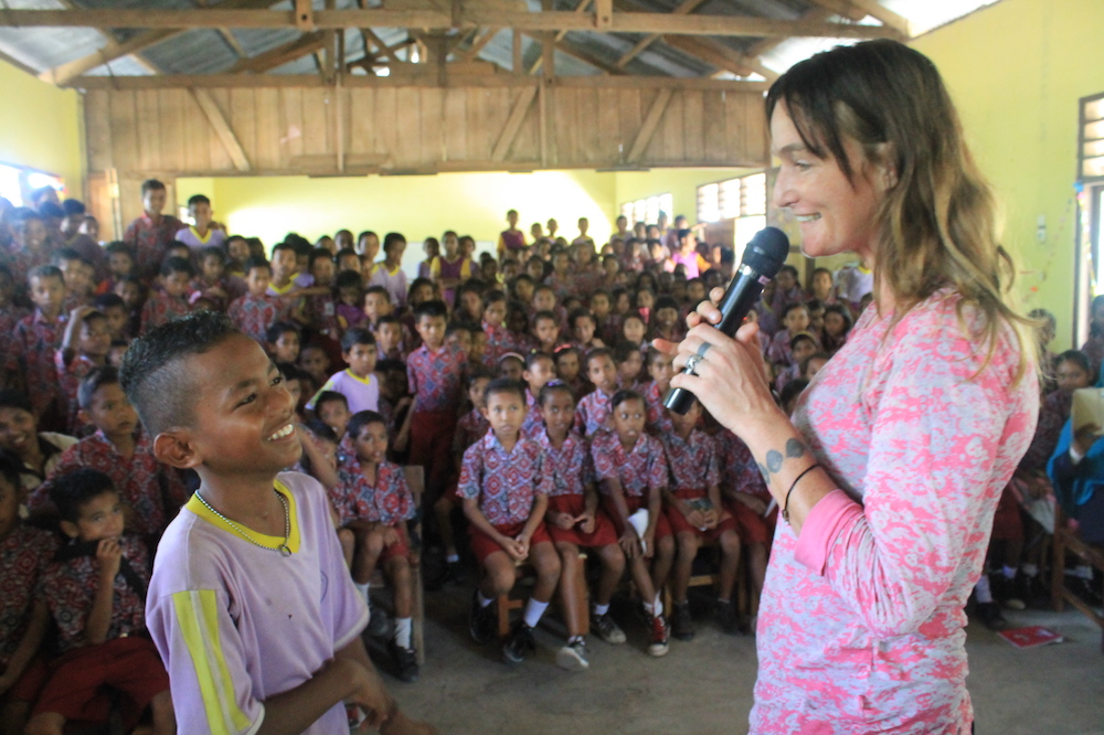 Femke Den Haas explains the importance of marine conservation to school children in Lembata, Indonesia