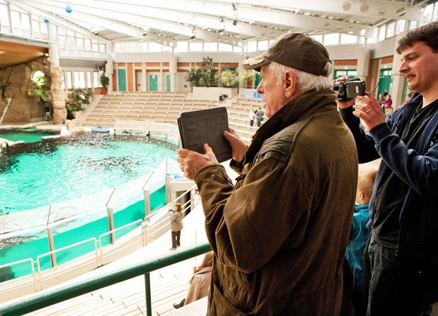 Ric and his trusty iPad broadcasting live from the demonstration against the Duisburg Zoo and from inside the dolphinarium in Germany.