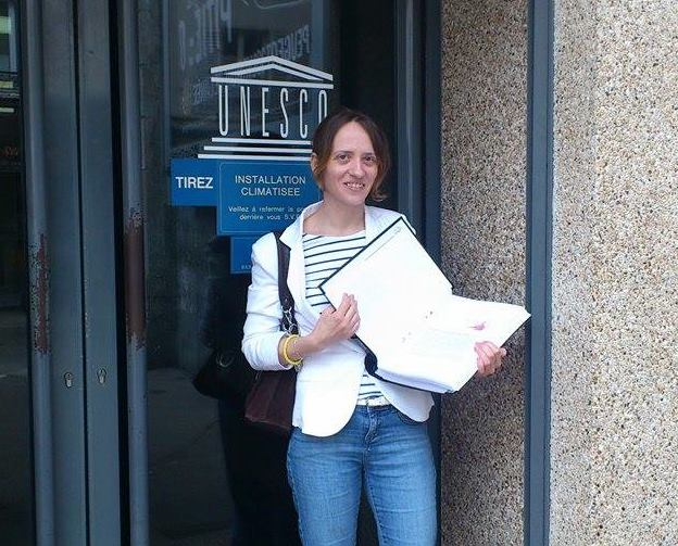 Nathalie Pixie delivers Ishii san's petition to the UNESCO office in Paris.